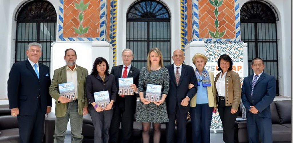 """UDLAP y CECAP presentan libro """"Patio de los Azulejos"""""""