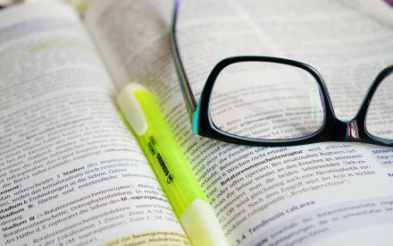 El deletreo manual como herramienta de apoyo en la enseñanza de vocabulario para el desarrollo de la escritura en un grupo de jóvenes sordos