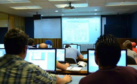 Usar tecnología en el aula no incrementa necesariamente el aprendizaje
