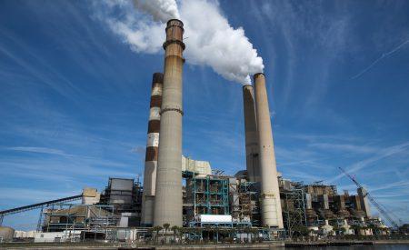 Tratamiento de aguas residuales de refinerías utilizando un sistema acoplado de electrocoagulación y proceso biológico de cama/película fija