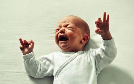 Uso de características no lineales para identificar llantos de recién nacidos con un conjunto clasificador