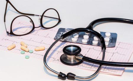 Primum non nocere: de errores médicos y reacciones adversas