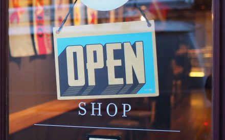 Comparación de aspectos administrativos y competitividad en tiendas del sector micro y pequeña empresa y las cadenas de negocio de empresas multinacionales