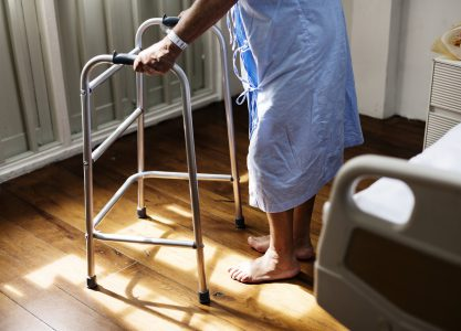 Nivel de adherencia al tratamiento farmacológico en adultos mayores con hipertensión arterial sistémica