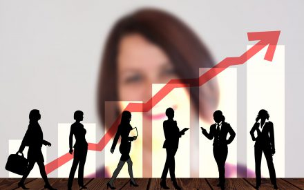 Facilitar la participación de las mujeres en posiciones de liderazgo: perspectivas generacionales