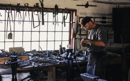 La evolución de las competencias laborales de manufactura: desde los artesanos hasta la industria 4.0