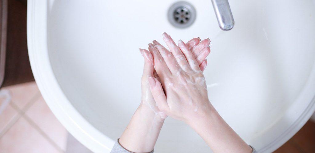 Cómo combatir al Coronavirus con agua y con jabón